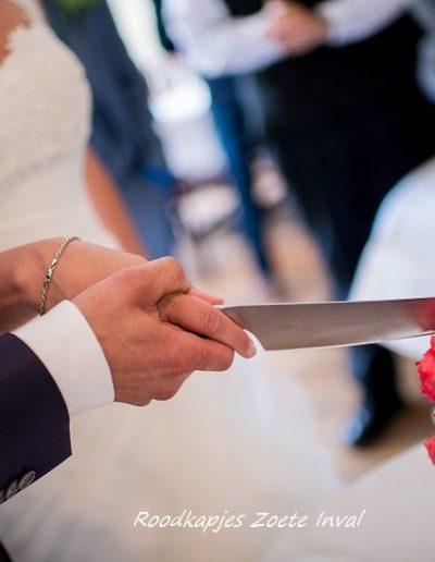 bruidstaart aansnijden trouwen