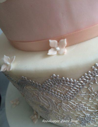 bruidstaart suikerbloemen lace