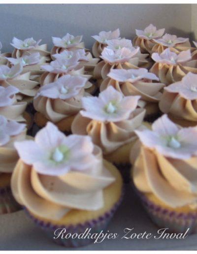 mini cupcakes bruiloft sweet table