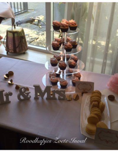 sweet table bruiloft cupcakes macarons