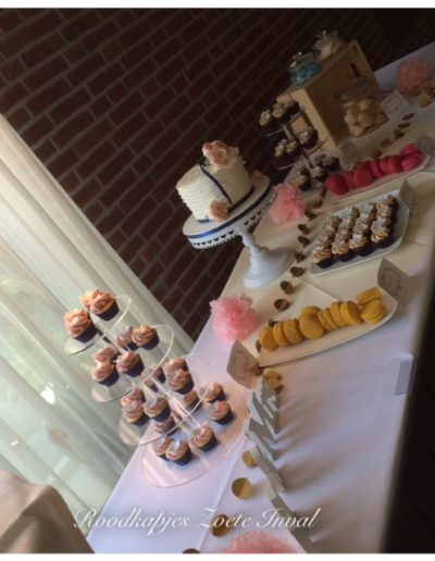 sweet table bruidstaart bruiloft macarons cupcakes