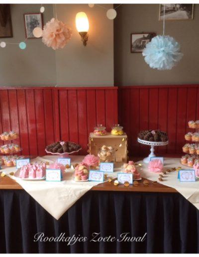 sweet table brownies cupcakes macarons