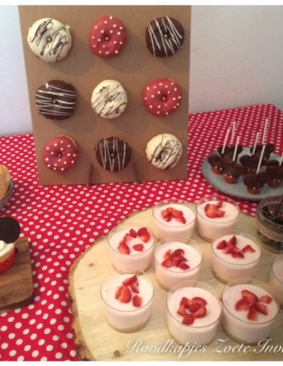 sweet table mickey mouse donuts cupcakes cakepops cheesecake