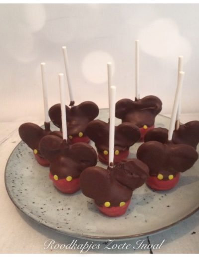 cakepops mickey mouse sweet table