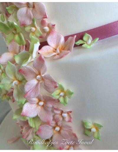 bruidstaart bruiloft suikerbloemen handgemaakt